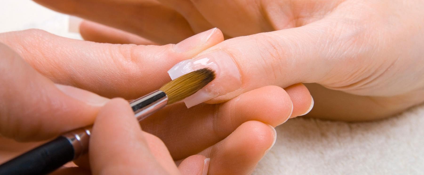 Ремонт ногтей в салоне маникюра Missliise в Москве