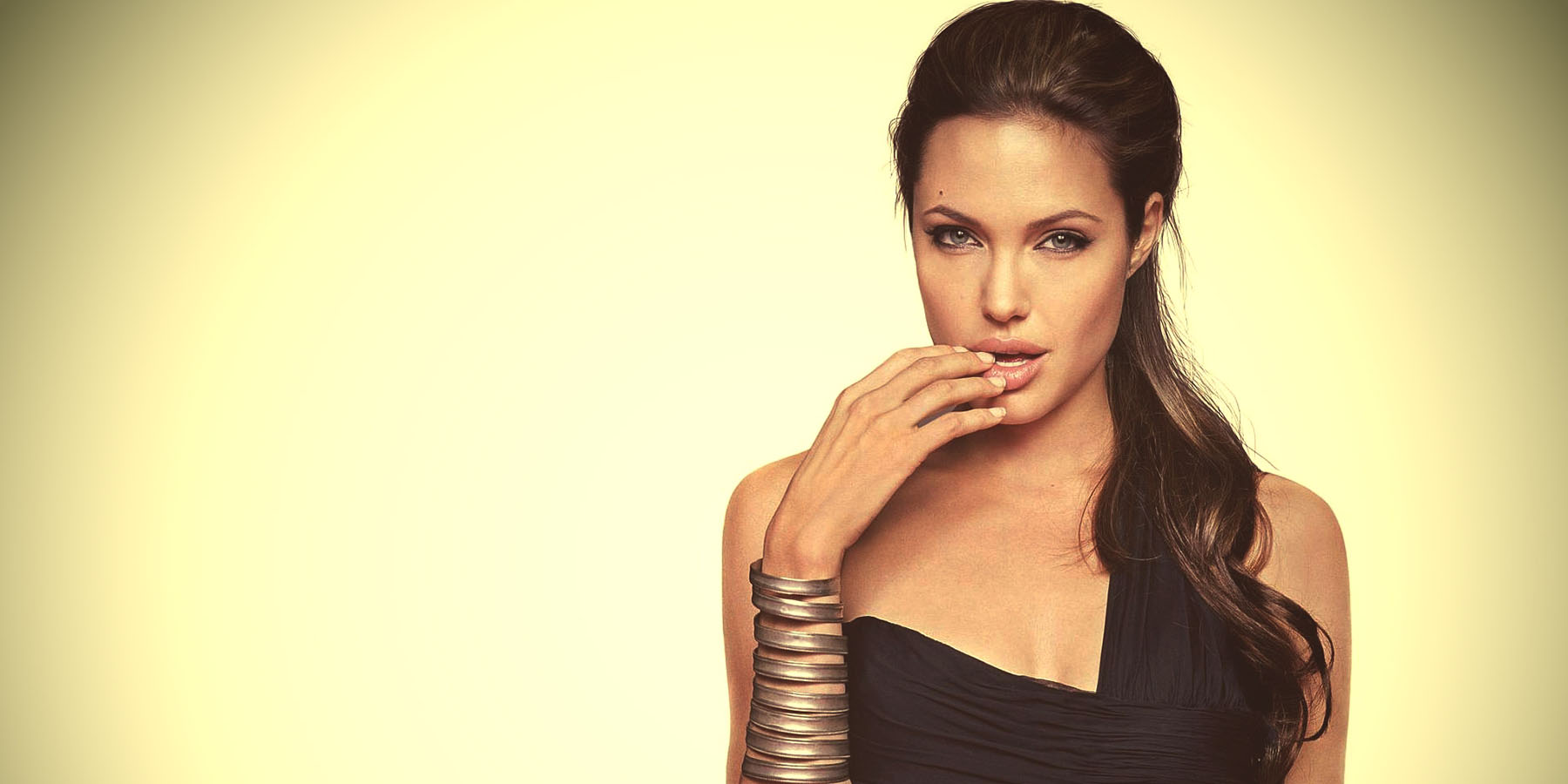 Тайны привлекательности Анджелины Джоли