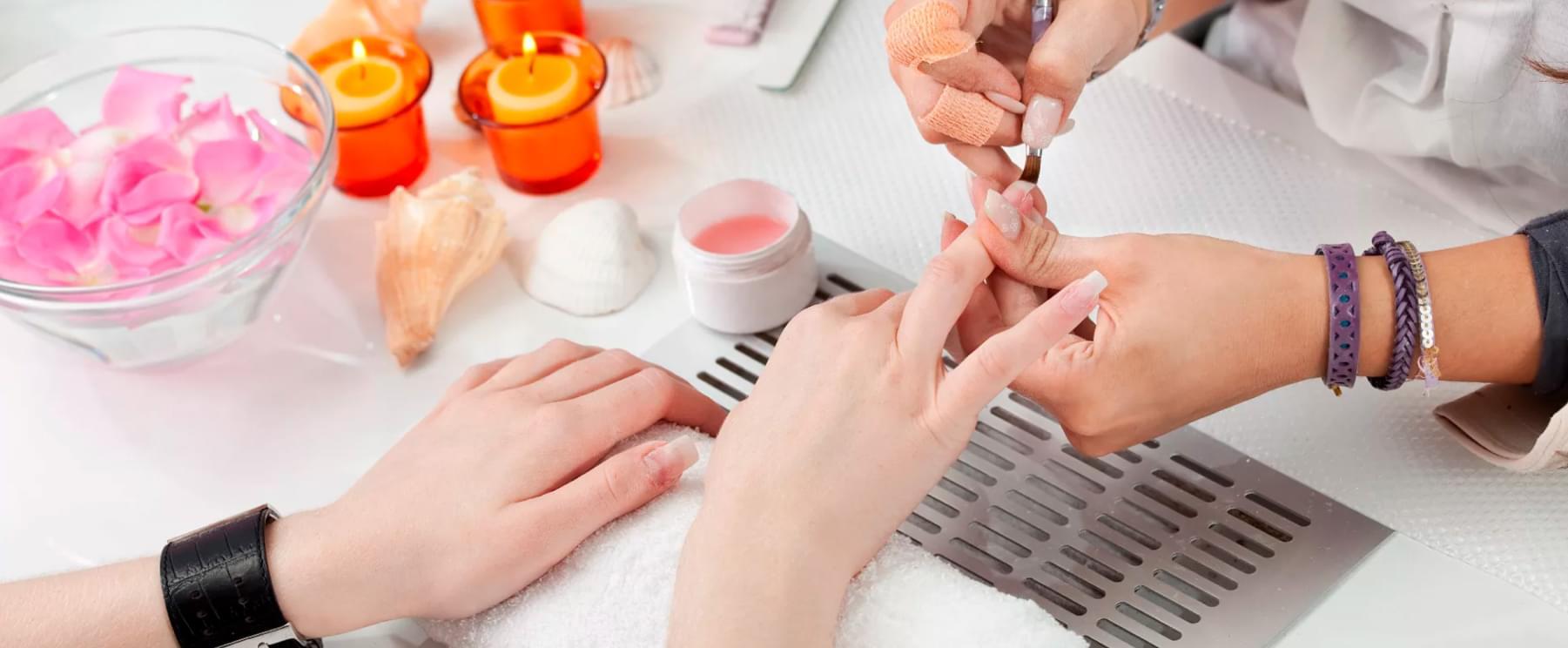Покрытие ногтей в салоне маникюра Missliise в Москве